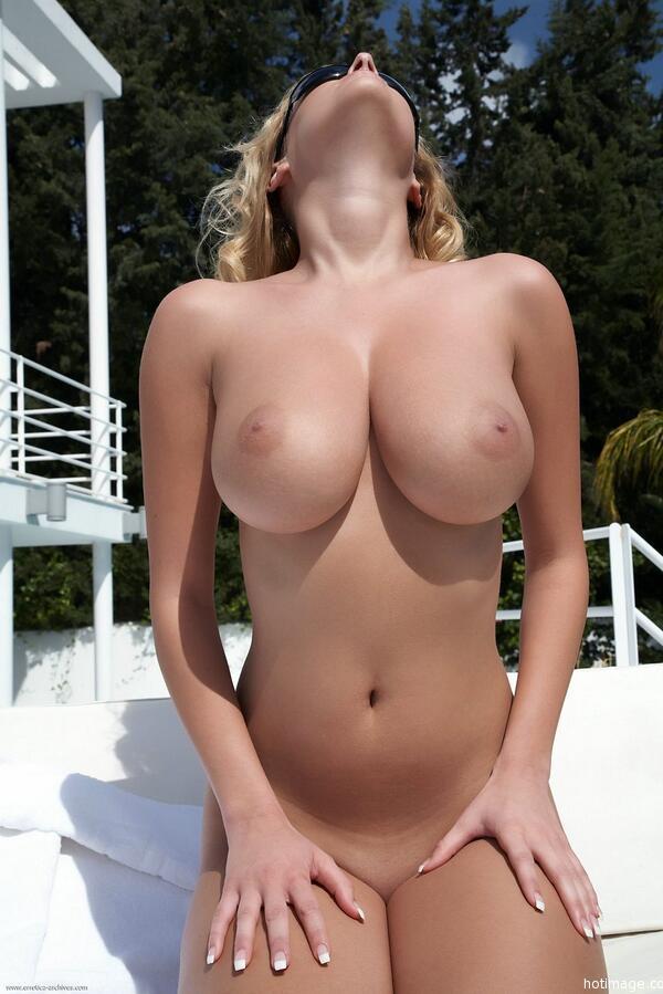 Смотреть фото голые сиськи