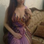 sexy-hot-woman-wearing-violete-show-hot-cleavage-19
